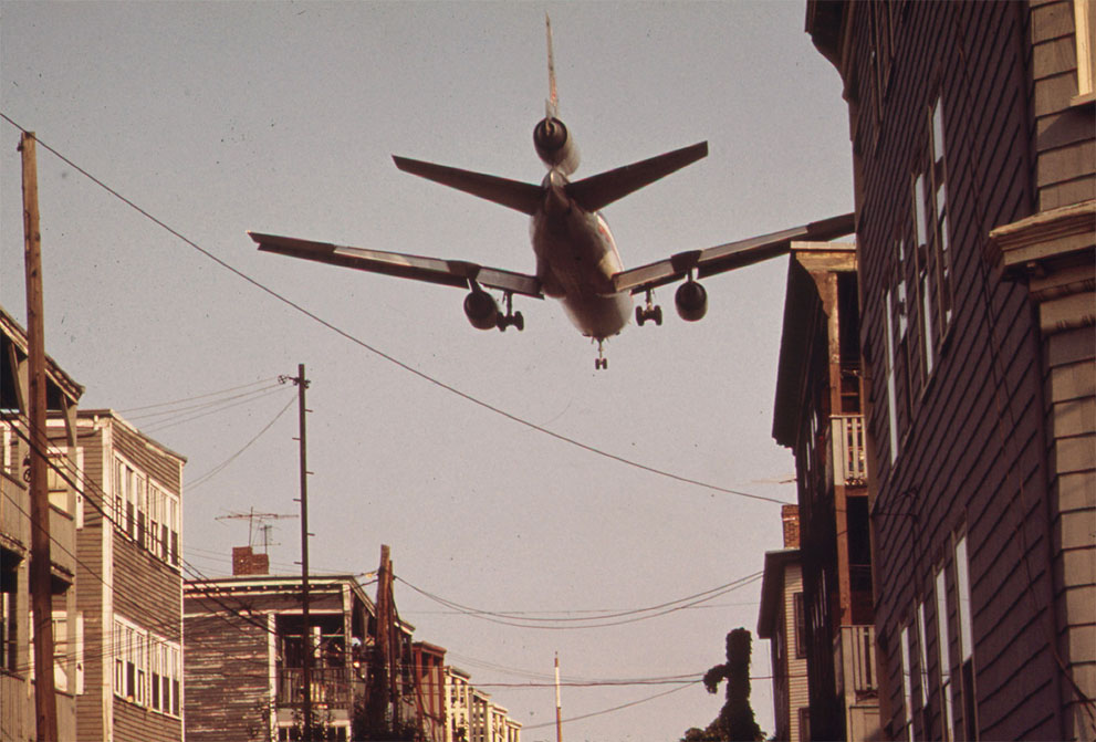 Jet_over_Neptune_Road,_East_Boston,_Massachusetts